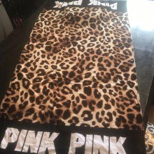 BNIP VS PINK BEACH TOWEL